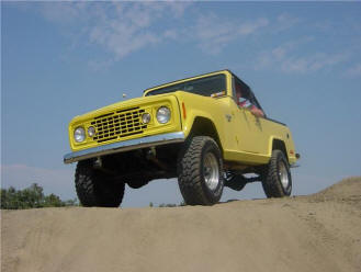 yellow jeep commandi